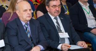 Евгений Борисович Кузнецов (на фото справа)